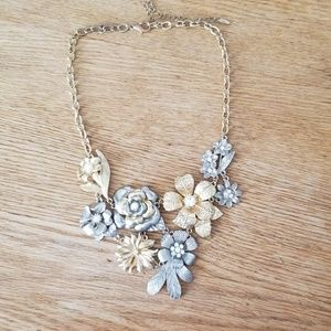 Jewelry - Flower statement necklace